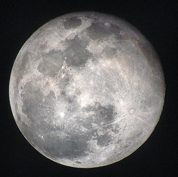 dans super moon